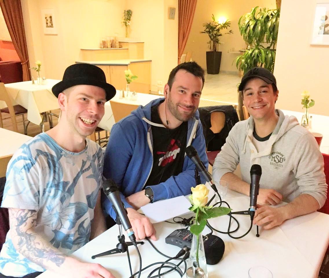Musicaldarsteller Michael Heller in Köln beim Ausgang Podcast Interview